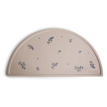 Ruokailualusta Lilac Flowers