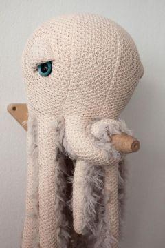 Small Mama Octopus
