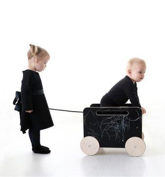 Lelulaatikko renkailla, blackboard